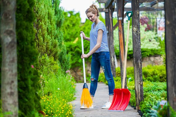 Lawn and gardening tools